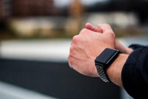 curea metalica apple watch 4
